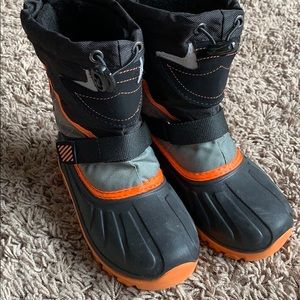 Other - Kids snow boots size 10